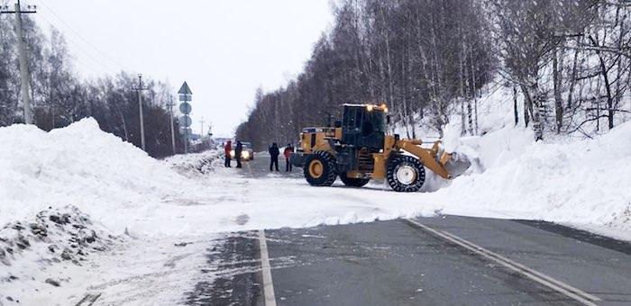 Движение транспорта на дорогах после схода лавин восстановлено