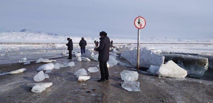 В Кош-Агачском районе взорвался лед на реке Черная