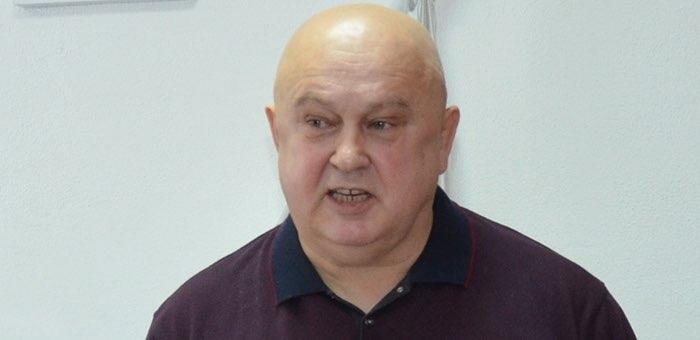 Депутат Корнеев сорвал сессию чемальского районного совета