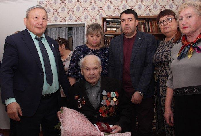 Участник войны Павел Глуховских отмечает 97-летие