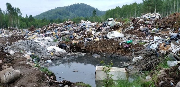 Местные власти больше года не могли убрать свалку возле Артыбаша