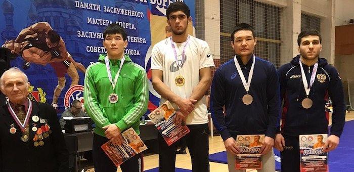 Алтайские борцы стали призерами соревнований в Новокузнецке