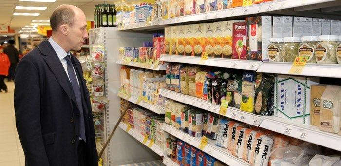 Дефицита продовольственных товаров нет, медицинские маски в регион скоро поступят
