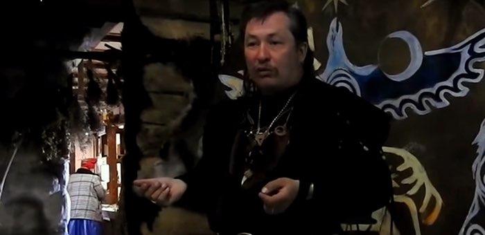 «Алтайский шаман Артем» проводит обряд против коронавируса
