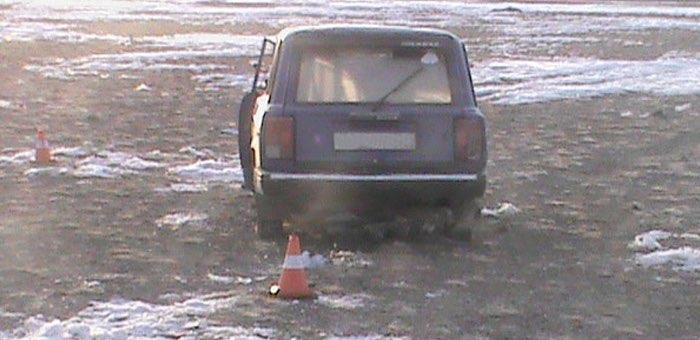 Нетрезвый житель Тобелера не смог объехать камень на дороге