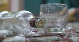 Из-за вылитой бутылки водки мужчина накинулся на бывшую жену с топором