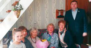 Труженицу тыла Татьяну Ромашенкову поздравили с 90-летием и вручили ей медаль