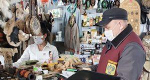 Как обстоят дела с приостановкой работы магазинов и предприятий