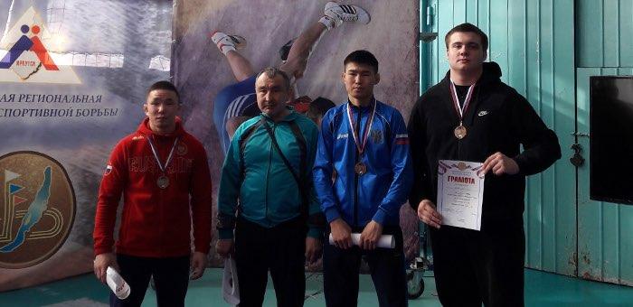 Спортсмены с Алтая стали призерами первенства Сибири по греко-римской борьбе