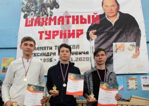 Турнир по шахматам памяти Александра Тобоева прошел в Шебалино