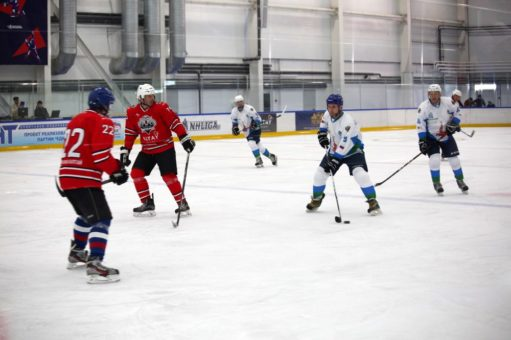 Встреча Ночной хоккейной лиги в Майме