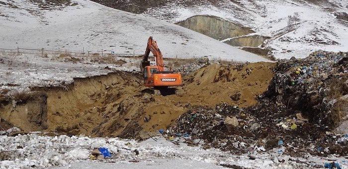 Дым от горящего мусора в урочище Сары-Кобы накрыл Онгудай