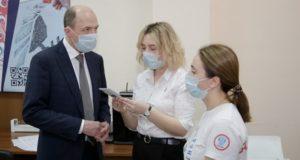 Глава республики посетил штаб волонтеров, помогающих людям в период самоизоляции