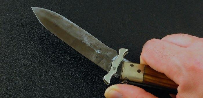 Ревнивый мужчина ударил возлюбленную ножом в живот, после чего безмятежно уснул