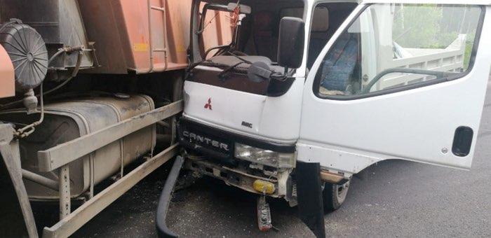 Два грузовика столкнулись на Чуйском тракте