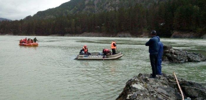 Продолжаются поиски утонувшего в Катуни подростка
