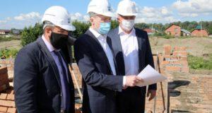 Глава региона проверил строящиеся по нацпроектам объекты в Майме