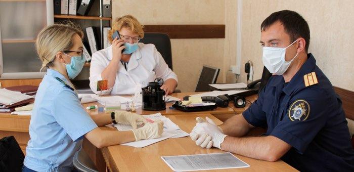 Следователи начали проверку по поводу стимулирующих выплат медикам