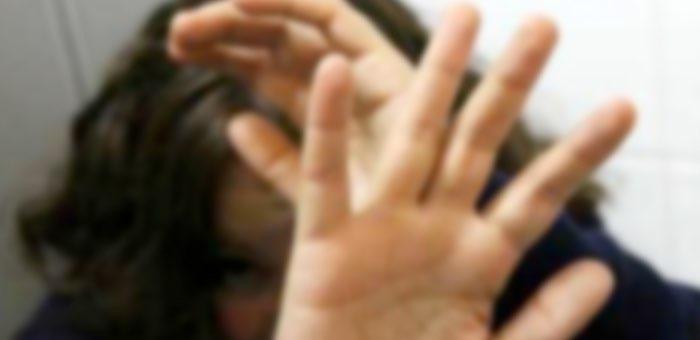 Горожанин зашел поздравить дочь с днем рождения и заодно избил бывшую жену