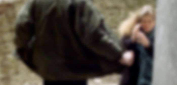 Извращенец обнажился перед двумя девочками на «Ткацком-2»