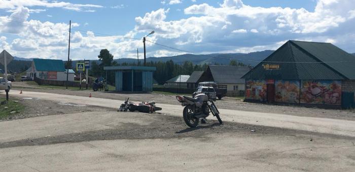 Два мотоциклиста без прав столкнулись в Улагане