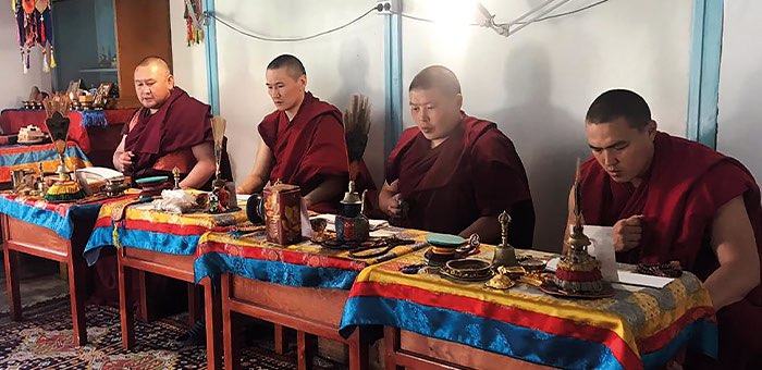 Алтайские ламы проводят семидневный молебен против коронавируса