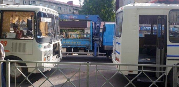 Два автобуса столкнулись в Горно-Алтайске