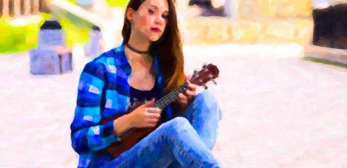 Пропавшую девушку с гавайской гитарой нашли в Екатеринбурге и вернули домой
