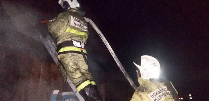 Фермер и двое пожарных, рискуя жизнью, спасли из огня трех человек