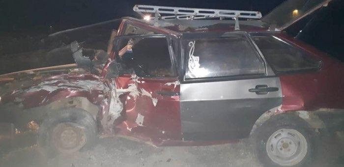 Нетрезвый водитель без прав врезался в камень