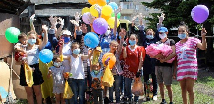 Волонтеры устроили праздничные представления для детей