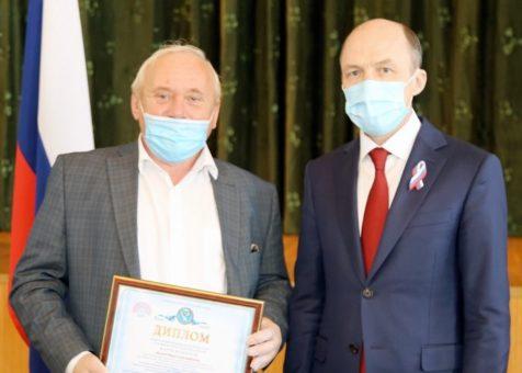 Олег Хорохордин вручил премии имени Чорос-Гуркина и другие государственные награды