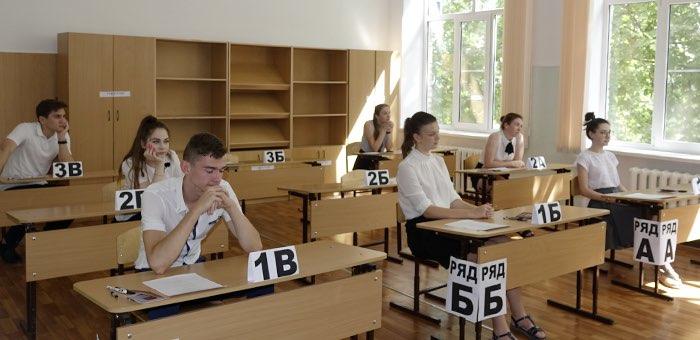 ЕГЭ по математике профильного уровня написали 551 человек