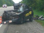 Страшное ДТП на Чуйском тракте: такси столкнулось с грузовиком, двое погибших