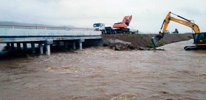 Проливной дождь едва не разрушил мост на Чуйском тракте