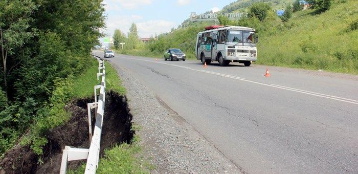 Из-за оползня ограничено движение транспорта между Горно-Алтайском и Кызыл-Озеком