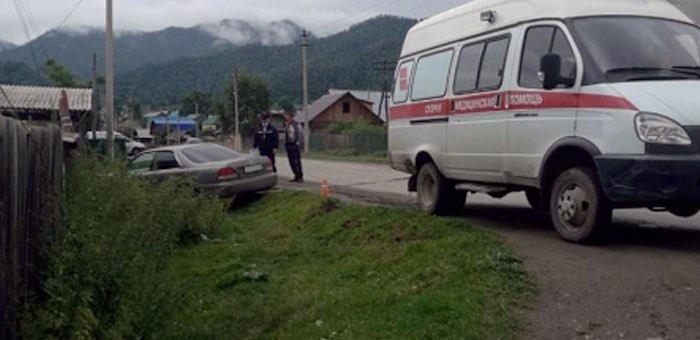 Водитель потерял сознание за рулем и врезался в столб
