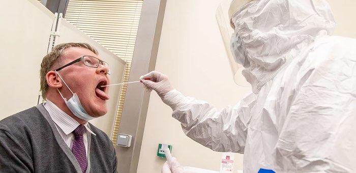 Более 47 тысяч человек обследованы на коронавирус. Кого проверяют в первую очередь?