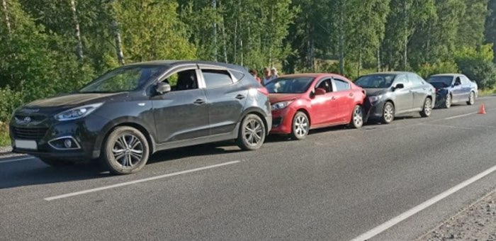 Массовое ДТП между Айским мостом и Черемшанкой: столкнулись четыре автомобиля