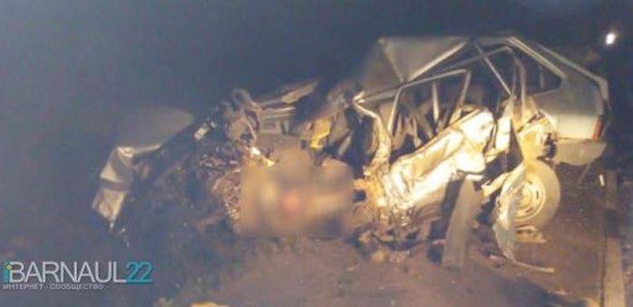 Два сотрудника майминской больницы погибли в страшном ДТП у «Бирюзовой Катуни»