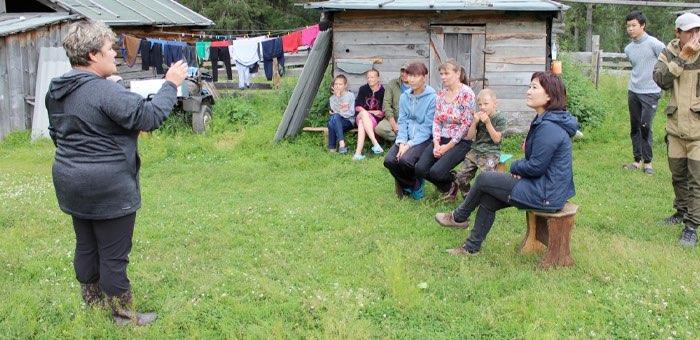 Концерт и «лекция о международном положении»: в Усть-Коксинском районе возрождают агитбригады