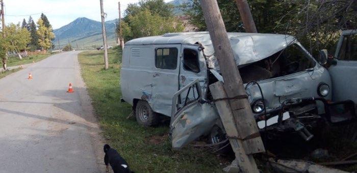 Рано утром пьяный водитель врезался в опору ЛЭП в Черном Ануе