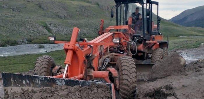 Дорожники убрали селевые потоки с дороги Кош-Агач – Беляши