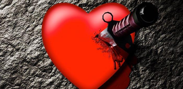 Горожанин ударил ножом в грудь бросившую его любовницу