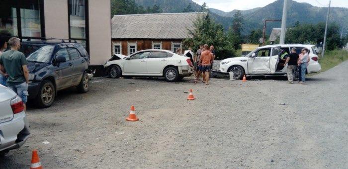 Пьяный водитель из Новосибирска протаранил четыре машины в Усть-Семе