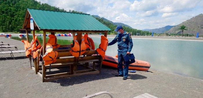 Только один пляж официально открыт в Республике Алтай