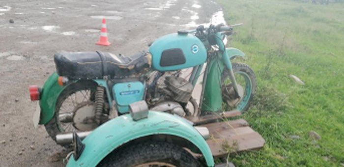 Нетрезвый мотоциклист, лишенный прав, врезался в опору ЛЭП в Каракокше