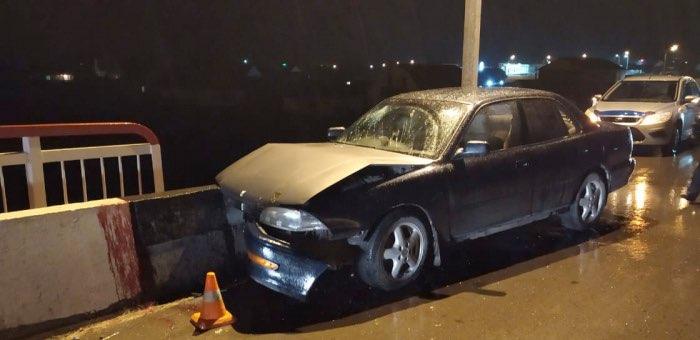 Нетрезвый житель Онгудайского района на Toyota Camry врезался в бетонное ограждение