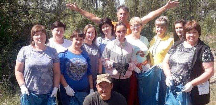 Чойские чиновники собрали 30 мешков мусора в популярных местах отдыха