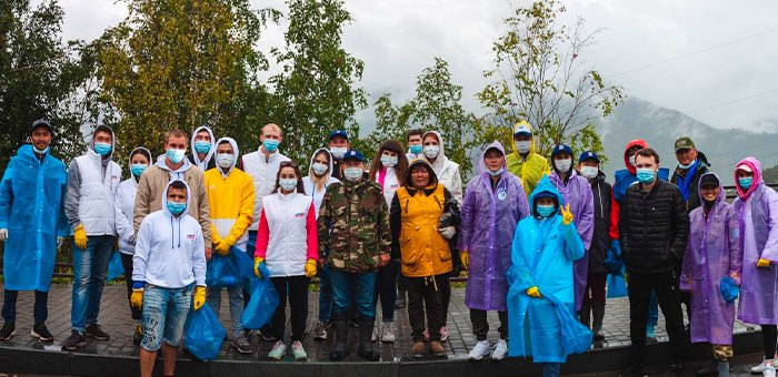 Молодогвардейцы провели субботник на перевале Чике-Таман